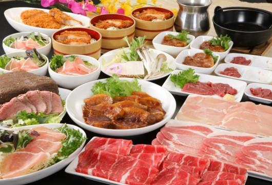 南信州ぶっとび食べ放題!お肉屋さん直営店でびっくり8種の肉料理食べ放題&りんご狩り食べ放題!巻き放題のソフトクリームのおやつ付日帰りバスツアー