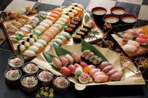 寿司食いねぇ!イクラだマグロだサーモンだ!焼津で寿司18種&石垣いちご狩り食べ放題♪富士を望む世界遺産!三保の松原散策