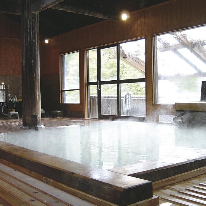 さくらんぼ狩りと乳白濁の星降る露天風呂万座温泉