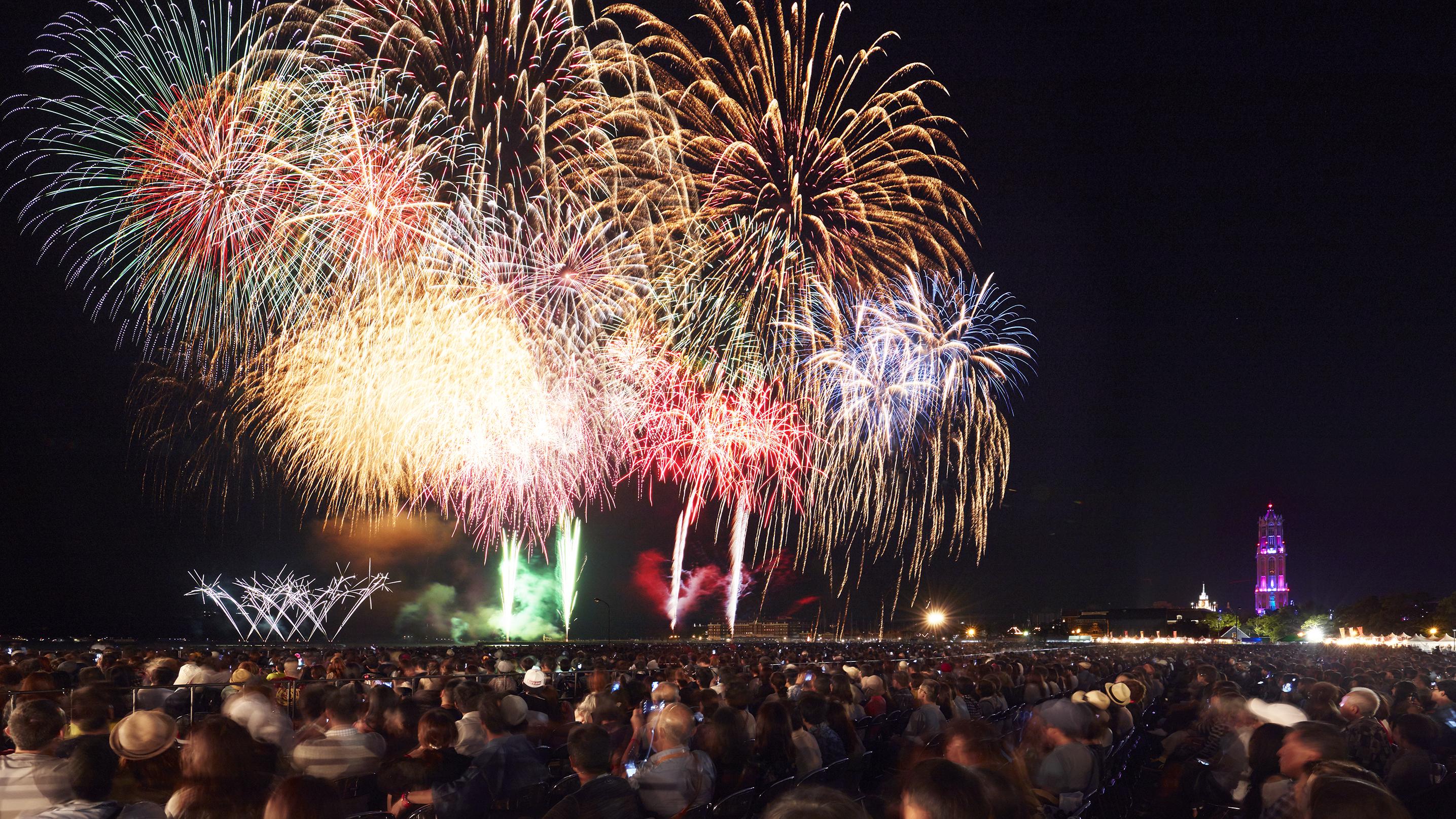 ●【博多発着】日帰りバス旅 今年はさらにパワーアップ!!西日本最大級打ち上げ総数22000発!第5回九州一花火大会