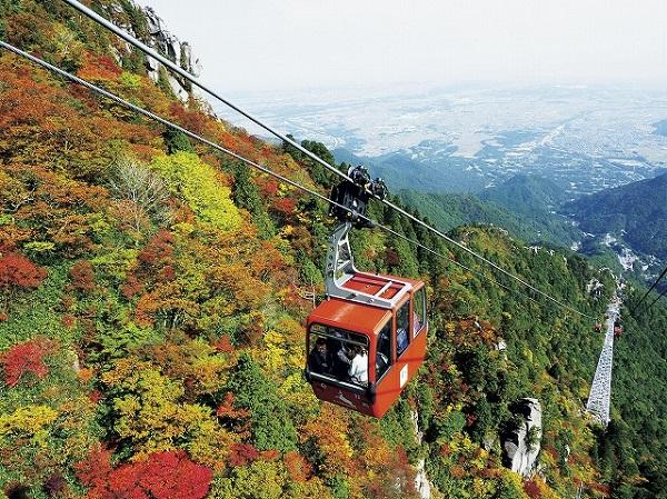 夏は涼しく秋は紅葉スポット 大自然のパノラマ御在所ロープウェイと美肌の湯!湯の山温泉とせいろご膳のランチ付き 日帰りバスツアー
