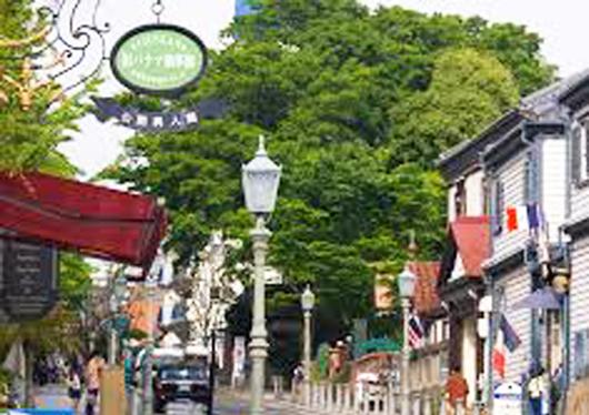 レトロな六甲ケーブルで紅葉めぐりとおしゃれな北野の街・神戸スイーツ食べ歩き 日帰りバスツアー