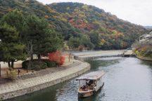 宇治屋形舟と嵯峨野トロッコ列車の旅 京の秋てんこもり 日帰りバスツアー