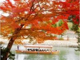 紅葉と屋形船